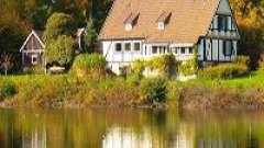 Міська квартира з видом на озеро